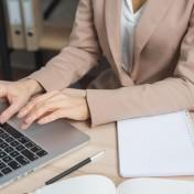 Kto najczęściej decyduje się na urządzenia typu HP ProBook 440 G7? Trzeba zauważyć, że takie sprzęty elektroniczne są bardzo uniwersalne